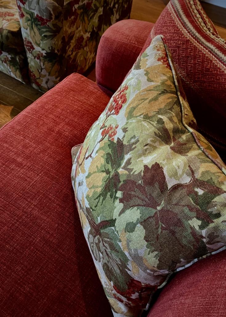 Rode fauteuil kussen bloemenmotief
